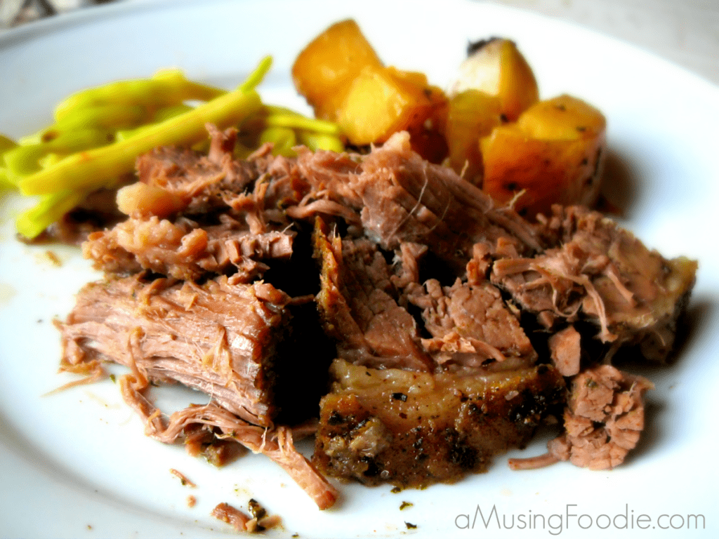 slow cooker beef and potatoes, beef slow cooker recipes, beef crock pot recipes, how to make a beef roast in a slow cooker, beef dinner ideas
